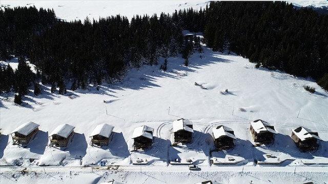 """الثلوج تزيد من تألق الطبيعة في """"كيراسون"""" التركية"""
