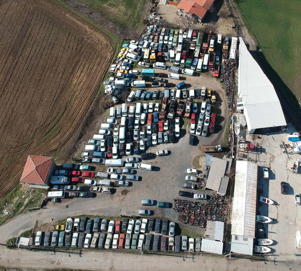 Yediemin otoparklarında 10 yıldır bekleyen çok sayıda araç da bulunuyor.