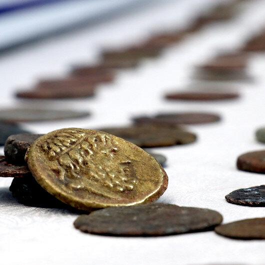 الدرك التركي يستدرج شخصًا حاول بيع 862 عملة أثرية