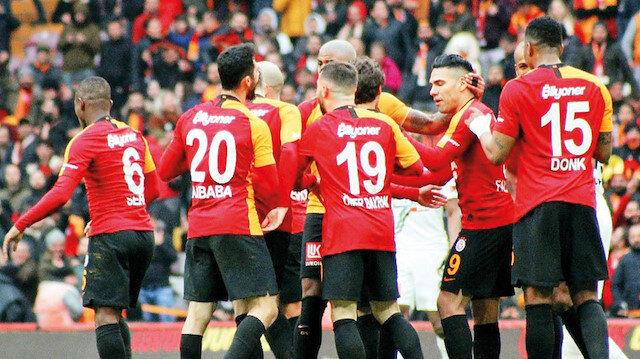 Galatasaray umudunu sürdürdü