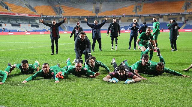 Kupada büyük sürpriz: Kırklarelispor Başakşehir'i eledi