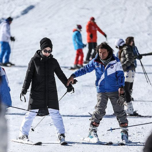 """""""أولوداغ"""" التركية.. قبلة عشاق التزلج بموسم الرياضات الشتوية"""