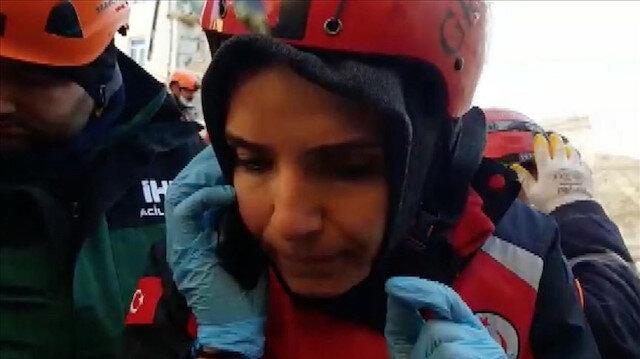 بعد 17 ساعة تحت الأنقاض.. اتصال بالإسعاف ينقذ سيدة تركية