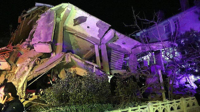 أثناء برنامج مباشر.. قناة تركية تنقل لحظة زلزال ألازيغ (شاهد)
