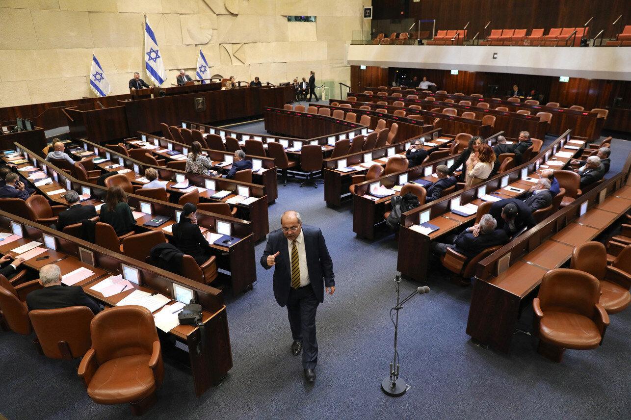 İsrail meclisinde, Netanyahu'nun dokunulmazlık başvurusunu görüşecek Meclis İçişleri Komisyonu'nun kurulup kurulmayacağı tartışmaları.