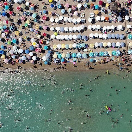 أنطاليا التركية.. متعة السباحة والتزلج معا