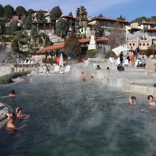 """العطلة الشتوية تنعش سياحة فنادق المياه الحارة بـ""""دنيزلي"""" التركية"""