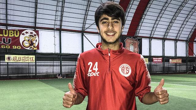 Suriye asıllı Türk futbolcu Antalyaspor'la sözleşme imzaladı: Hedefim A Milli Takım
