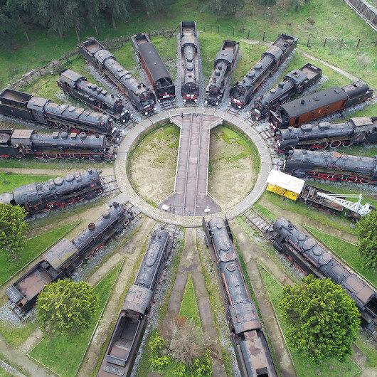 """إزمير.. متحف """"القطارات السوداء"""" يقدم لزواره رحلة تاريخية عبر الزمن"""