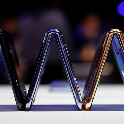 Samsung unveils compact foldable phone, 5G Galaxy S to fend off Apple, Huawei