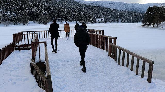 تركيا.. محمية غولجوك ترتدي ثوبا من الثلج
