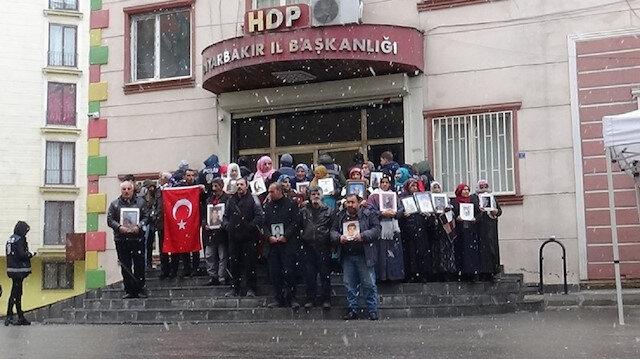 تركيا.. أمهات ديار بكر تتحدي الثلوج وتواصل الاعتصام لليوم 164
