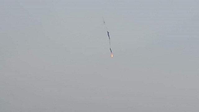 إسقاط طائرة مروحية للنظام بريف حلب الغربي شمالي سوريا (فيديو)