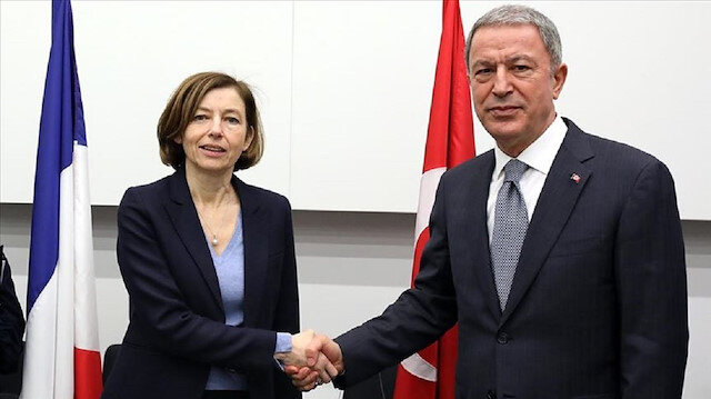 وزيرا دفاع تركيا وفرنسا يبحثان ملفي سوريا وليبيا