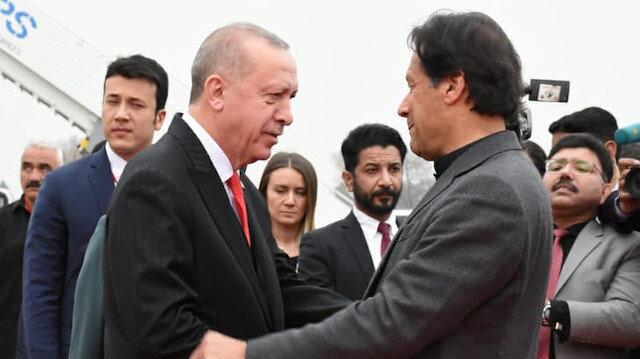 Pakistan's Prime Minister Imran Khan receives Turkish President Tayyip Erdoğan