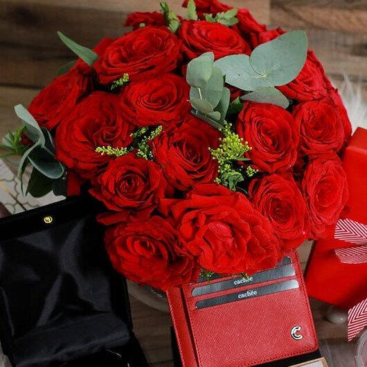 """من الورود والشوكولا إلى الرحلات """"الرومانسية"""".. خيارات هدايا """"عيد الحب"""""""