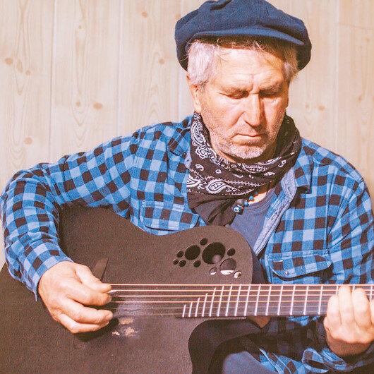 Geriye yalnız gitarım kaldı