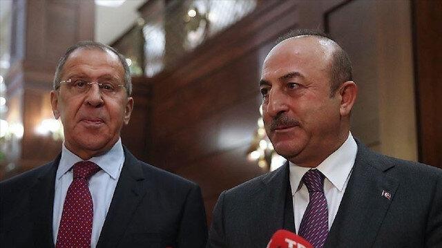 تشاووش أوغلو: أبلغت لافروف بوجوب وقف العدوان في إدلب
