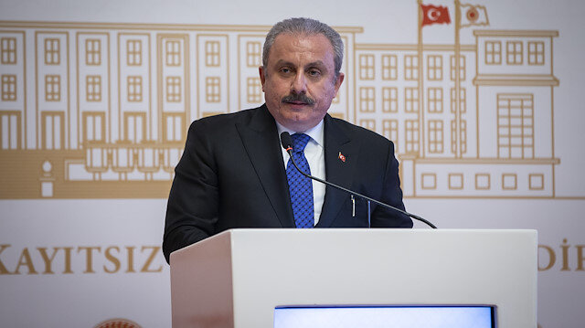 رئيس البرلمان التركي ينتقد تصريحات ماكرون حول