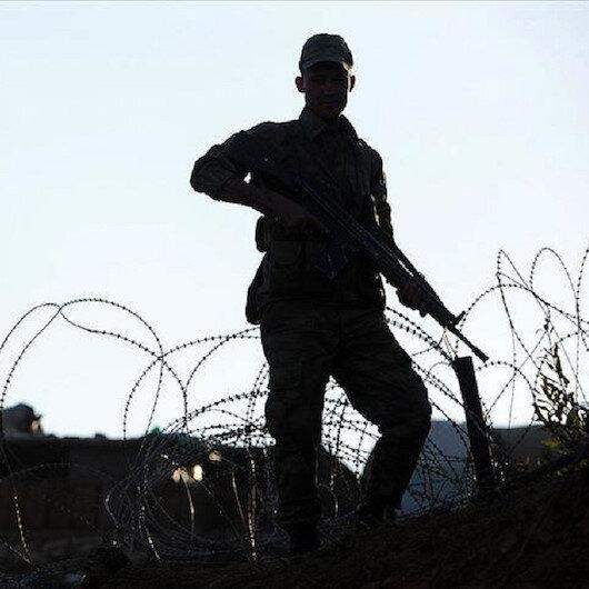 """الداخلية التركية: إرهابي من """"بي كا كا"""" يسلّم نفسه بمعبر حدودي"""