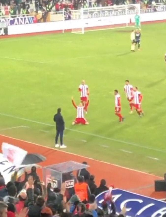 Mert Hakan Yandaş'ın gol sevinci.