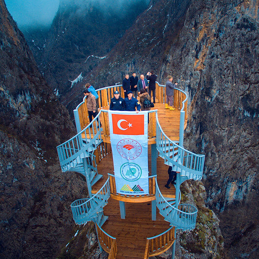 تركيا تفتتح شرفة مطلة على ثاني أعمق أخدود في العالم (صور)