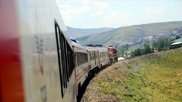 Turkey suspends railway services to Iran due to COVID19