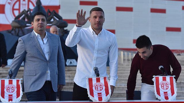 Lukas Podolski, Antalyasporlu taraftarlarla bir araya geldi.