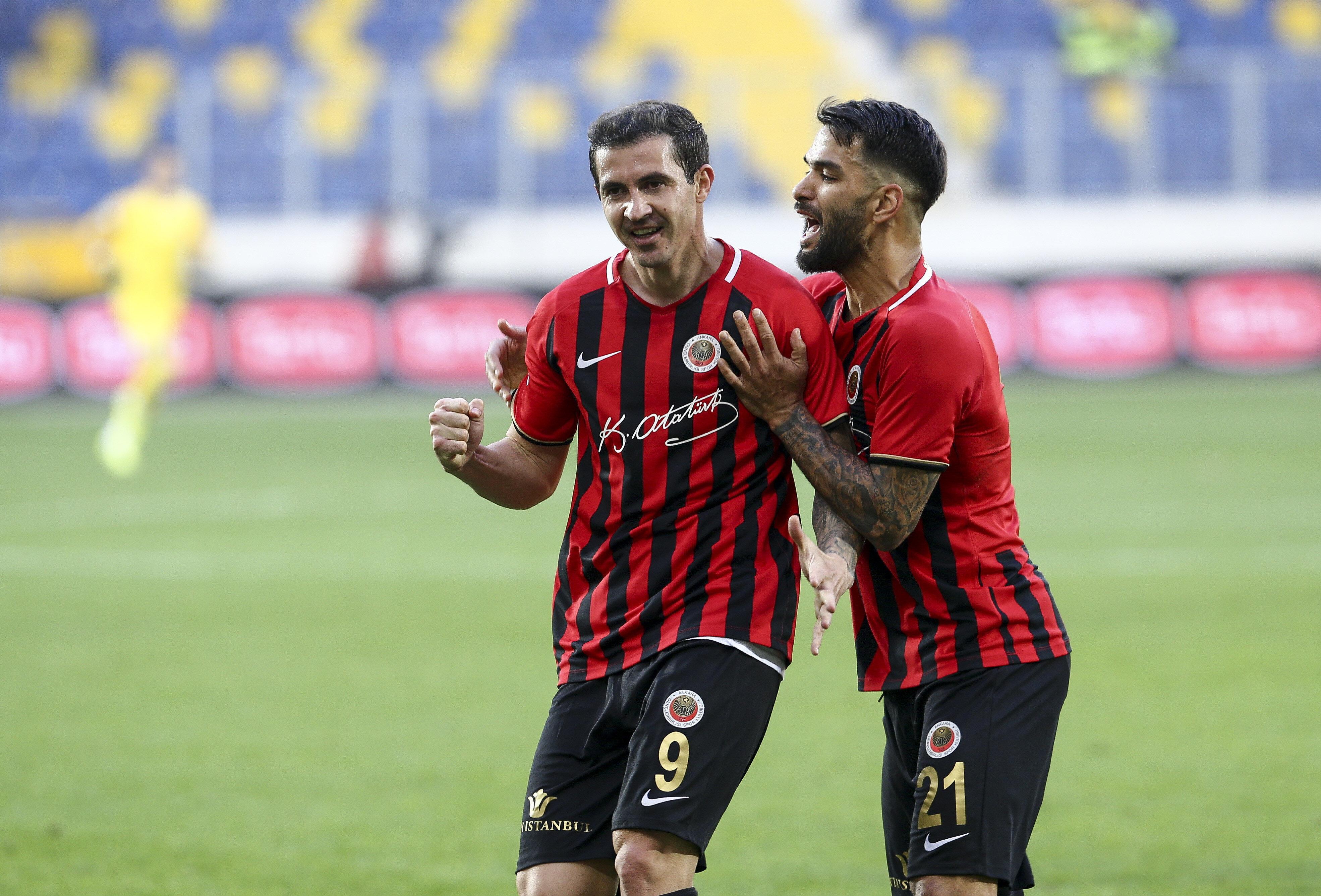 Stancu bu sezon lider çıktığı 17 maçta 12 gol atma başarısı gösterdi.