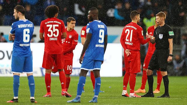 Bundesliga'da futbolcular taraftarları protesto etti