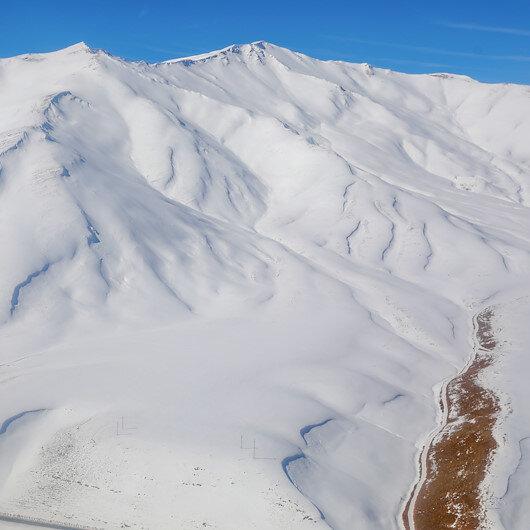 41 kişinin hayatını kaybettiği çığ bölgesindeki kar kalınlığı, kar tünelinin boyunu aştı