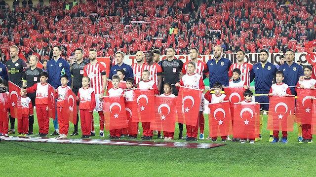 Antalyaspor-Fenerbahçe maçında boğazları düğümleyen anons
