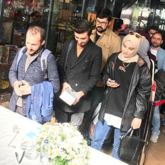 Kitap fuarlarından çekilen Ketebe'den Ankara'da dev buluşma: Gençler uzun kuyruklar oluşturdu