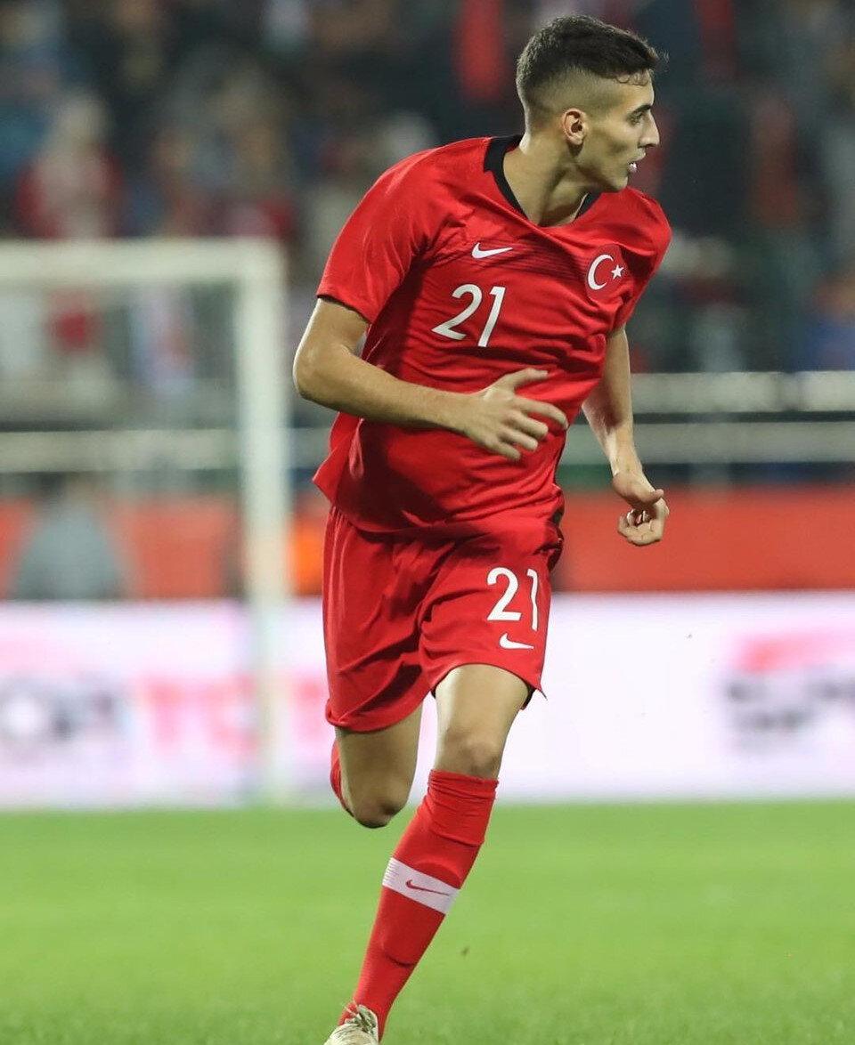Şenol Güneş, EURO 2020 Elemeleri'ndeki Andorra karşılaşmasında Mert Müldür'ü A Milli yapacaktı ancak 20 yaşındaki savunma oyuncusu, sakatlığı sebebiyle yedek beklediği maçta forma giyemedi.