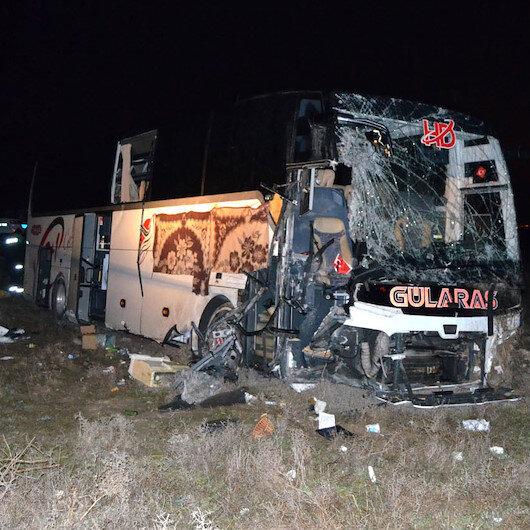 Aksaray'da yolcu otobüsünün tıra çarpması sonucu 44 kişi yaralandı: Şoförün uyuduğunu söylediler