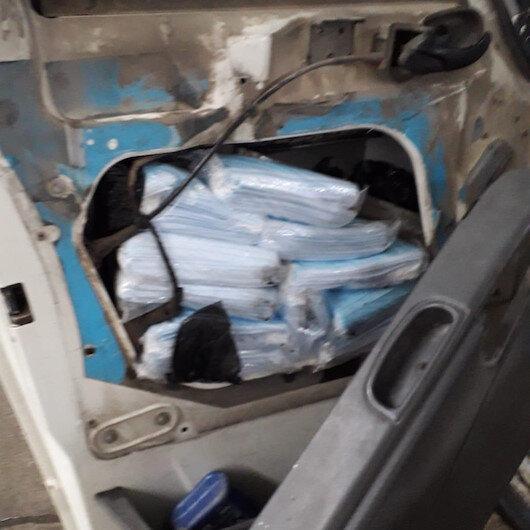 Van'da durdurulan minibüsün zulasından 7 bine yakın kaçak tıbbi maske çıktı