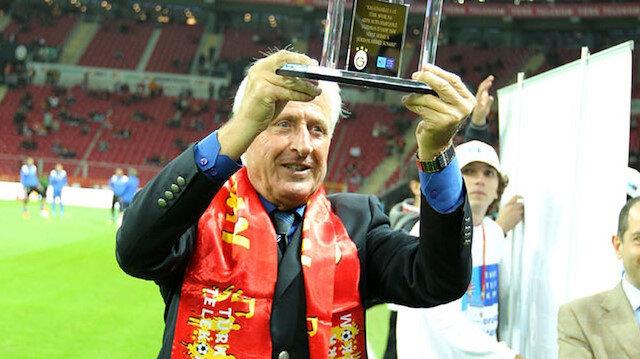 Nihat Akbay, kulüp kariyerinde Galatasaray ve Beykoz formaları giymişti.