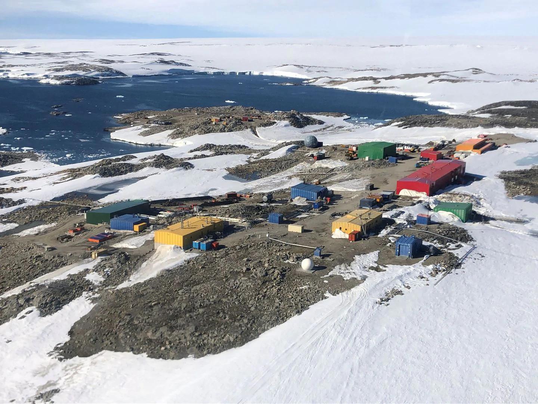 Antarktika Casey istasyonunun havadan görünümü