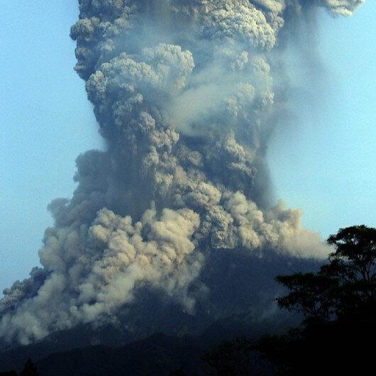 Endonezya'da yüzlerce kişinin ölümüne neden olan Merapi Yanardağı'nda patlama: Kül bulutları 5 kilometreye yükseldi