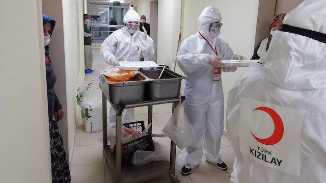 الهلال الأحمر التركي يطعم يومياً 20 ألف محجور عليه