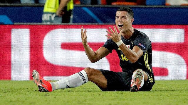 Gördüğü kırmızı kart Ronaldo'ya pahalıya patladı: Tüm takıma hediye almak zorunda kaldı