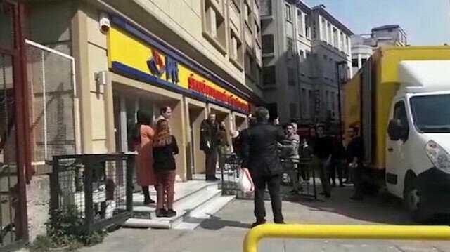 Customer from hell spits everywhere after being denied service at Turkish post office