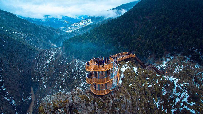 Seyir terası olan Çatak kanyonu.