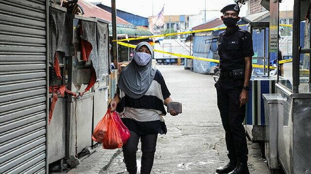 """تحذير للنساء في ماليزيا: """"لا تتحدثن كثيراً في المنزل"""" وردود غاضبة"""