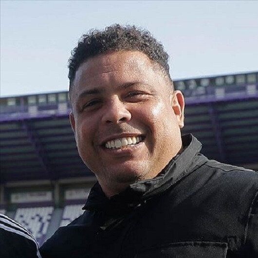 Ex-Brazil star Ronaldo urges fans to stay home