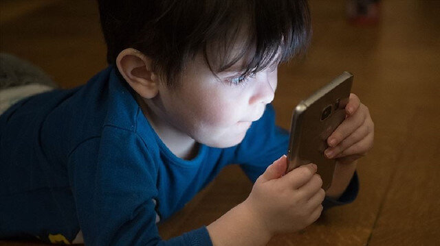 Parents' excessive use of technology affects children'