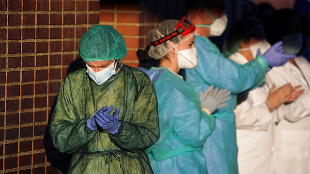 File photo: Medical staff of Severo Ochoa hospital applaud in support for healthcare workers, amid the coronavirus disease (COVID-19) outbreak, in Leganes, near Madrid, Spain April 1, 2020