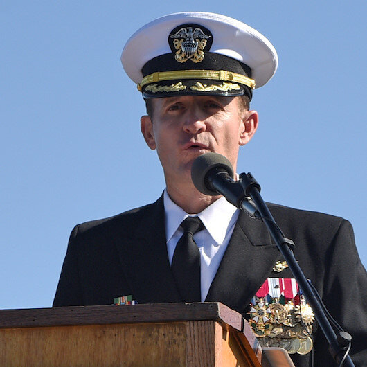 Fired US Navy captain leaves ship to sailors applause