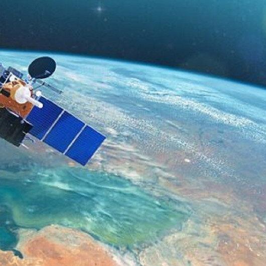 """""""سبيس إكس"""" تطلق 60 قمرا صناعيا لتوفير خدمة الإنترنت عبر الفضاء"""
