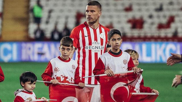 Podolski'den çocuklara: Yıldız bir kere kayar ve onu yakalamalısınız